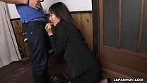 Asian brunette sucking hard on a fat dick Vorschaubild