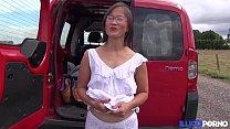 Milf asiatique enculée à l'arrière de la camionette [Full Video] preview image