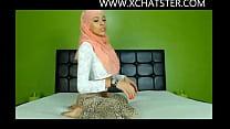 Hijabi cam model twerking her beautiful ass at www.xchatster.com
