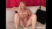 Yanks Blonde MILF Persian Masturbates