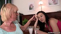 Old mom gets her pussy licked by teen