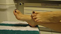 Cams4free.net - See Foot Rubbing Bare Feet