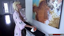 Blonde mature stepmom in hot lingerie sucks a long dick Vorschaubild