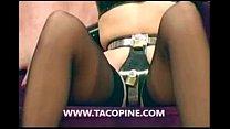 www.xwebcamo.com : 2 maîtresses profitent de l'innocence d'un mec en manque