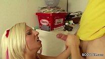 Teeny wird beim Nebenjob von ihrem Chef gefickt Vorschaubild