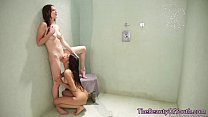 Blind les fingered till squirting in shower
