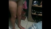 Esposa trocando de roupas