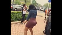 girl shakin that big ass at street
