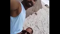 Flagrados chupando na praia
