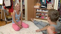 Blonde skiiny sister with fucks brother while cleaning! Vorschaubild