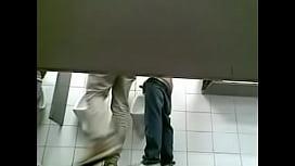 Pegação em banheiro de supermercado 2
