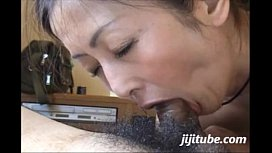 Japanese Milf Suck and Swallow 02