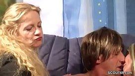 Mutter zeigt Paar wie richtig gefickt wird