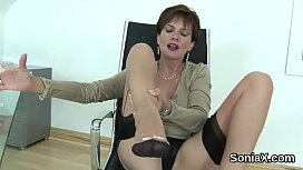 Adulterous uk mature lady sonia presents her big balloons
