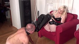 Fetish Girls love if guys lick their boots