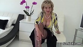 Unfaithful uk mature lady sonia displays her enormous naturals