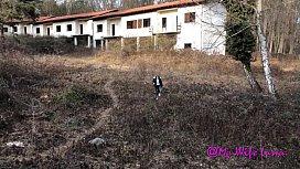 Milf scopata veloce in una casa abbandonata