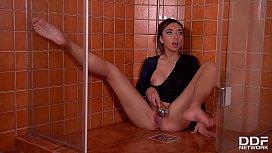 Latina teen Frida Sante masturbates under the shower & sucks her tasty toes