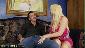 Gorgeous blonde milf sexes up horny teen