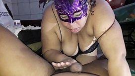 Ela mamando e tomando porra no cu (veja mais no RED)