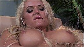 Shyla Jennings caught Bella Rose masturbating