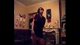 señora sexy bailando para su amante.