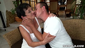 Delivery Boy Fucks Hungry GILF Pussy