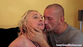 Chubby old lady gets her pussy pounded