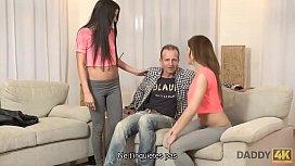 DADDY4K. Les deux filles font les coquines avec la propri&eacute_t&eacute_ de la m&egrave_re