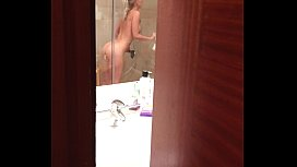 Pervert films blonde girl during orgasm in hotel shower