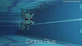 Diana Rius with hot tits touches her body underwater