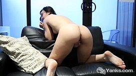 Yanks Allegra Sphynx Fingers Her Very Wet Box