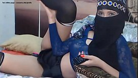 hot arab milf teasing sexy stockings skirt hijab - her Online page - xxxcams.site/jamile