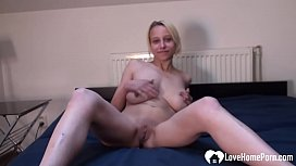 Blonde beauty puts on a solo masturbating show