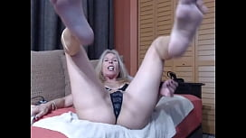 Monica Leigh play pussy and feet