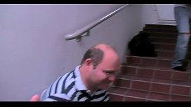 Auf der Messe im Treppenhaus b. zwei Typen abgefickt