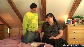 Guy picks up chubby mature plumper for play