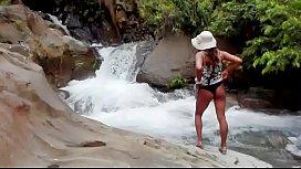 Disfrutando de un d&iacute_a soleado en el rio