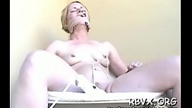 Naked slut gets aroused while being fastened to the bed