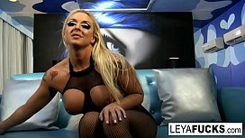 Leya Falcon demeans you and gives a blowjob