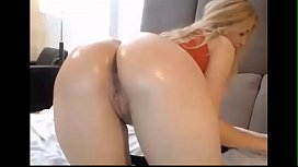 Canadian Mom Likes To Shake Her Ass On Cam