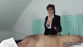 Adulterous uk mature lady sonia shows her monster boobs