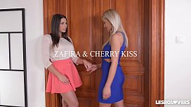 Lesbo lovers Zafira &amp_ Cherry Kiss receive anal gratification with butt plug