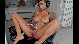 Gorgeous tattoed gamer girl nice naturals big tits - More &gt_&gt_ linksplit.io/4bixLwj