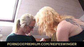 REIFE SWINGER - Tattooed German blondes has threeway sex in workshop