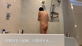 偷拍熟女洗澡刮毛