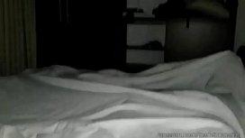 Se hace la dormida pero terminan cogiendo, ver. Completo https://ouo.io/euPPZR
