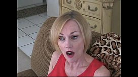 milfsonly.blogspot.com-Mature Blonde Shows Guy How To Jack