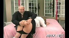 Dishy gal is stimug her lovebox with a vibrator