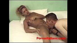 Porn woman fingering pussy cums